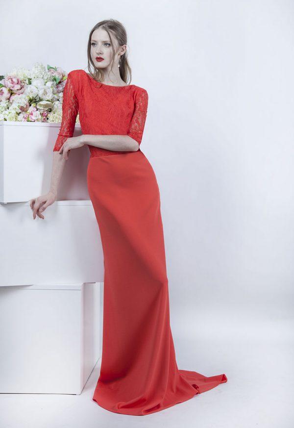 Večerní šaty s krajkovým korálovým rukávkem