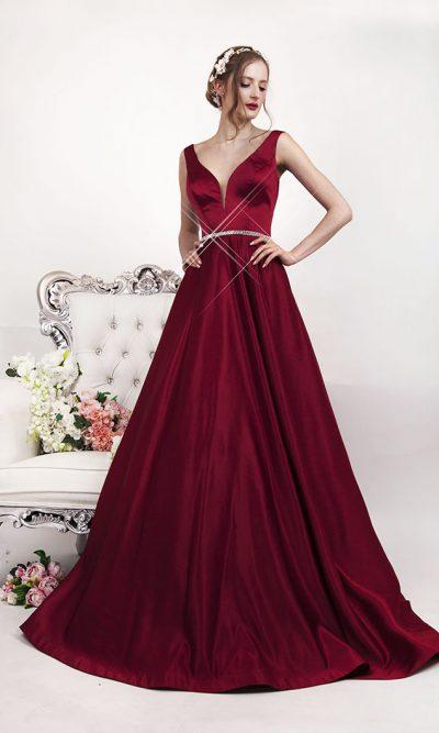 Maturitní šaty z vínového saténu