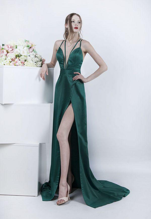 Smaragdové společenské šaty ze zeleného saténu
