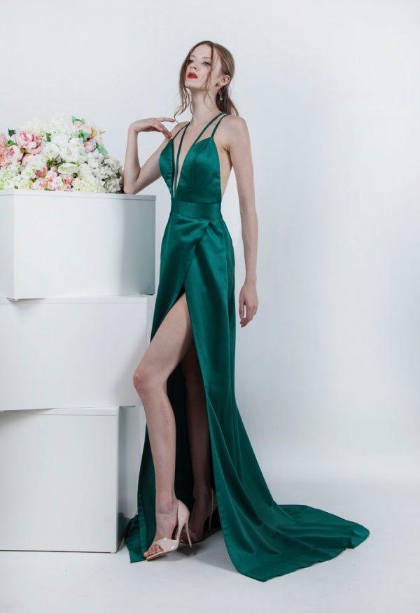 Společenské šaty s krátkou vlečkou