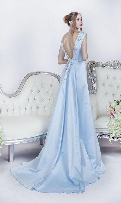 Nebesky modré plesové šaty s vlečkou