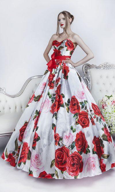 Extravagantní společenské šaty s potiskem