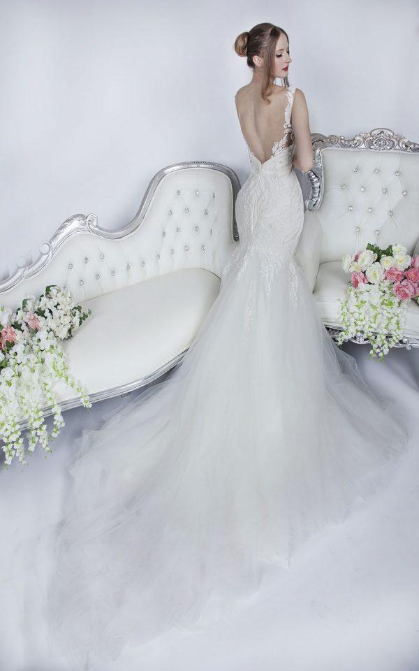 Svatební šaty se zády vo véčka