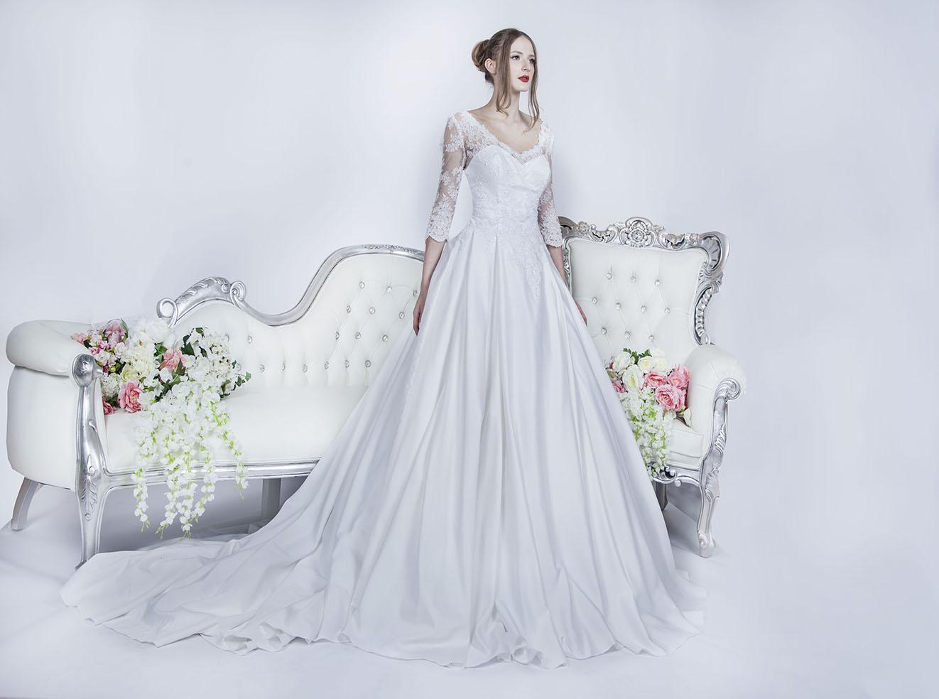 Svatební šaty tradičního elegantního stylu