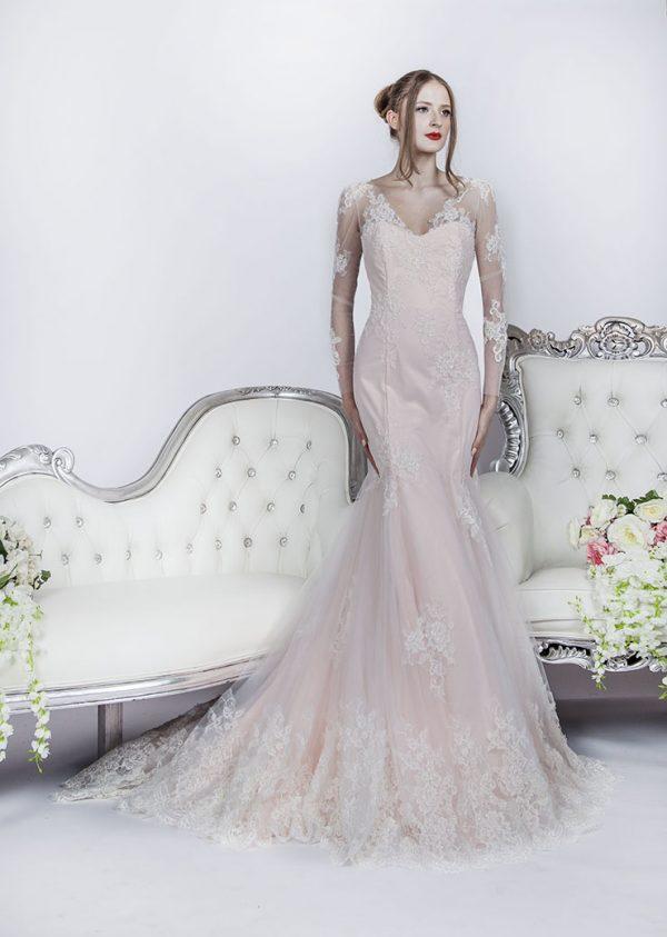 Svatební šaty pastelové barvy v Praze