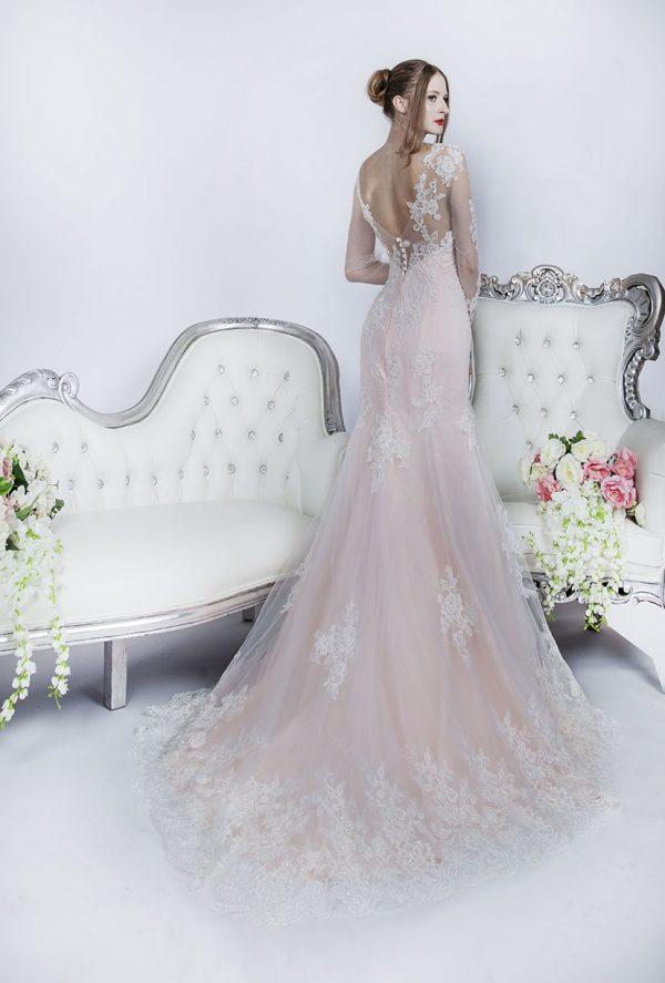 Svatební šaty se smetanovou krajkou