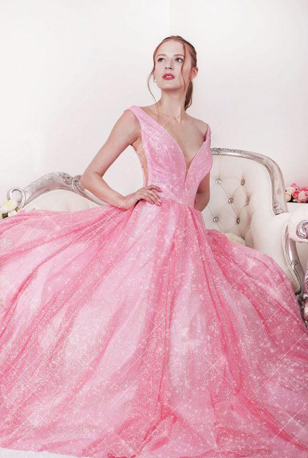 Třpytivé plesové šaty na půjčení růžové barvy