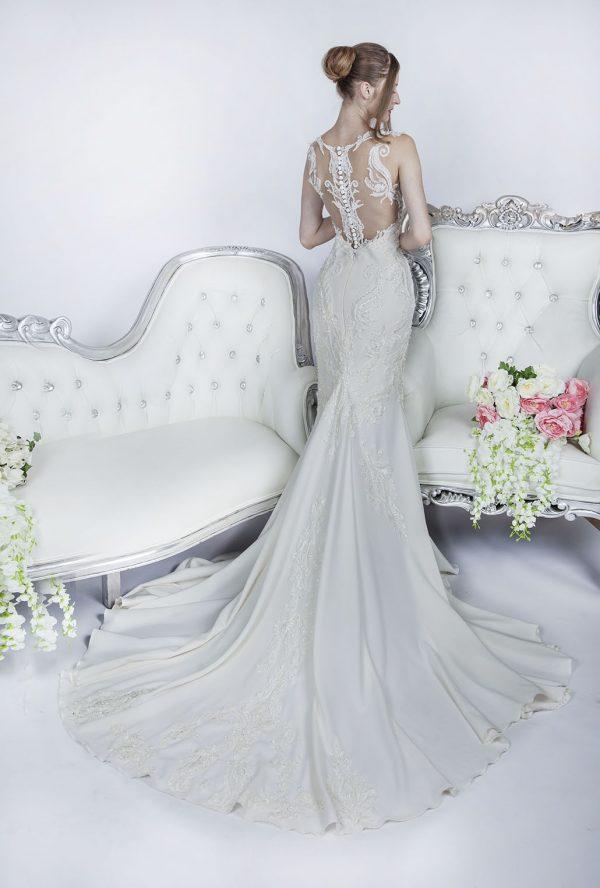 Průhledné svatební šaty s knoflíčky Praha