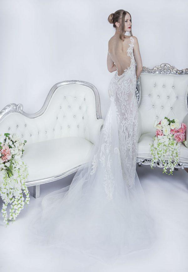 Svatební šaty s hlukobým zadním dekoltem