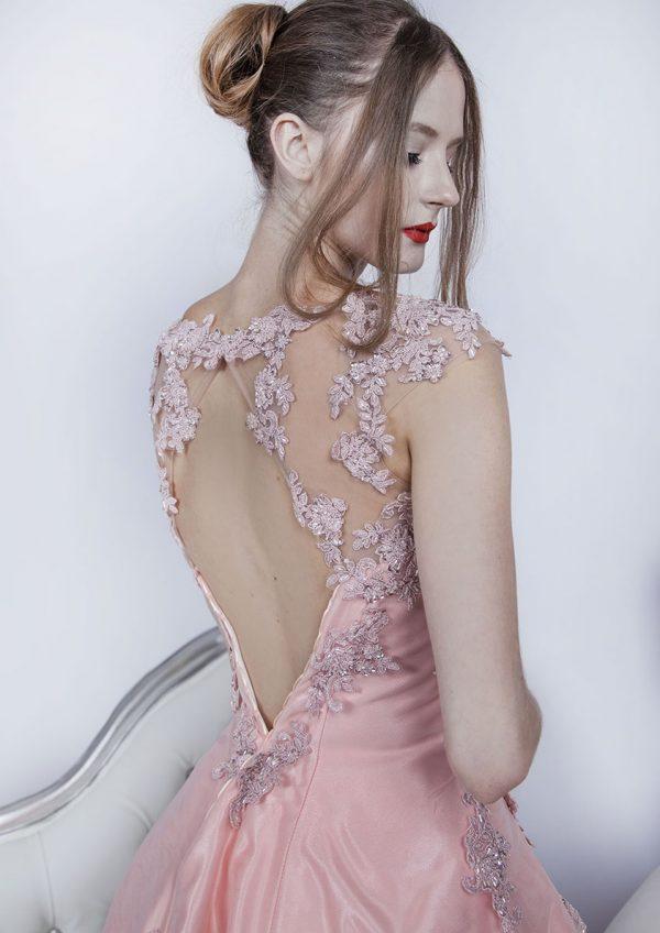 Plesové šaty s krásnou a jemnou krajkou