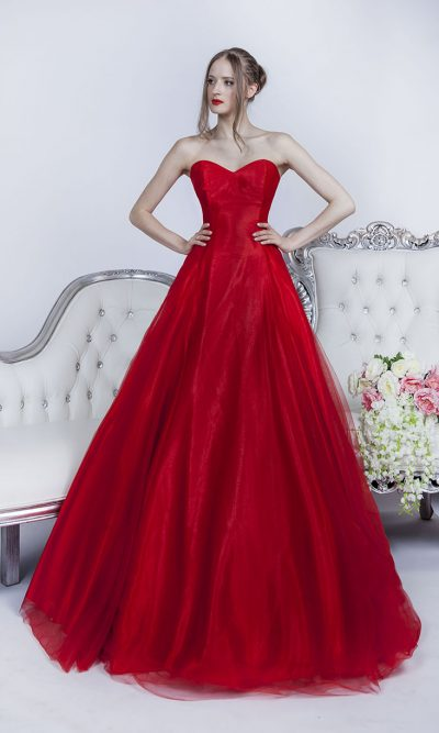 Rudé a velmi sexy společenské šaty na ples