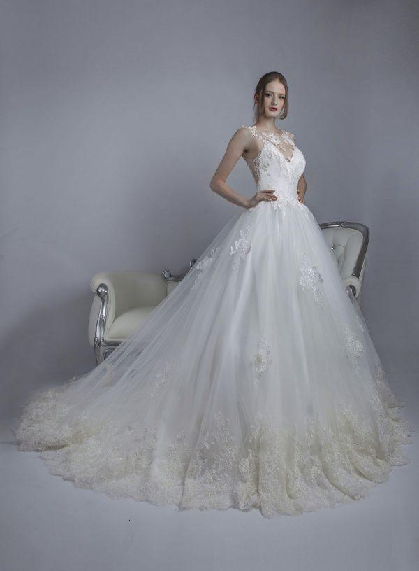 Tylové princeznovské svatební šaty s krajkou
