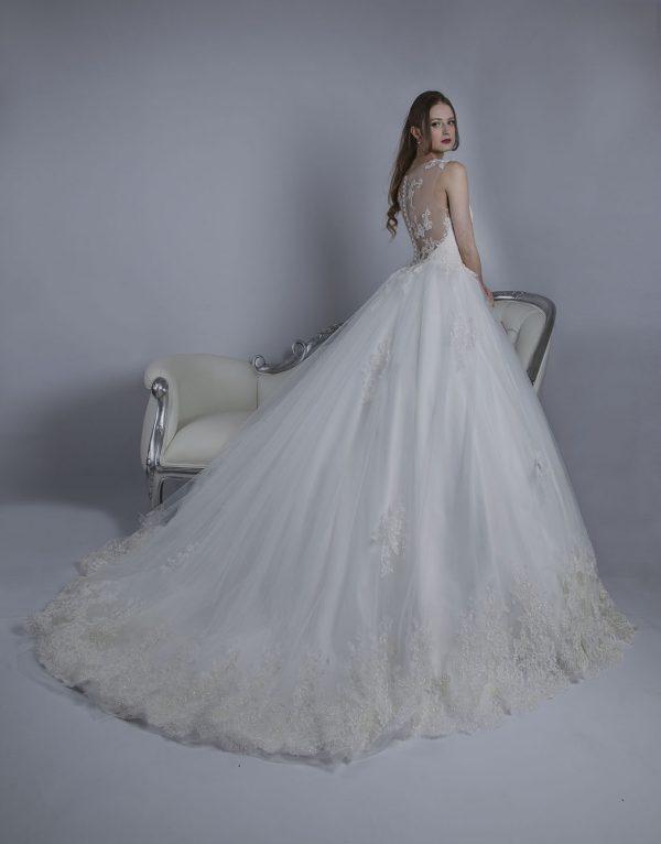 Svatební šaty s krásnými zády