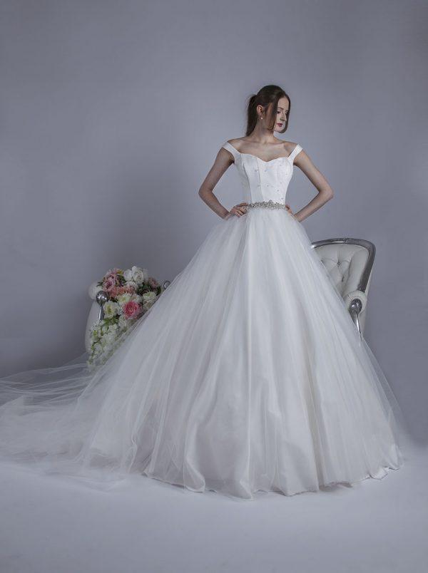 Svatební šaty z jemného tylu