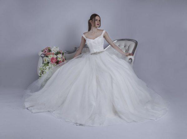 Svatební šaty se sukní z tylu a tafty
