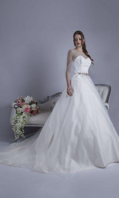 Svatební šaty s áčkovou saténovou sukní