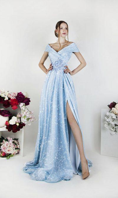 Plesové šaty světle modré barvy s límcem