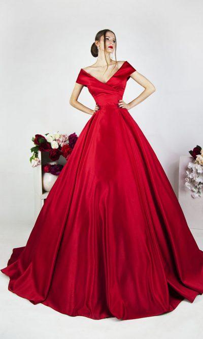 Společenské šaty na maturitní ples se spadlými ramínky červené barvy