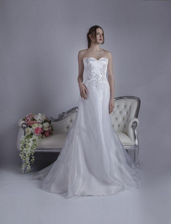 Svatební šaty bez ramínek s vlnkama