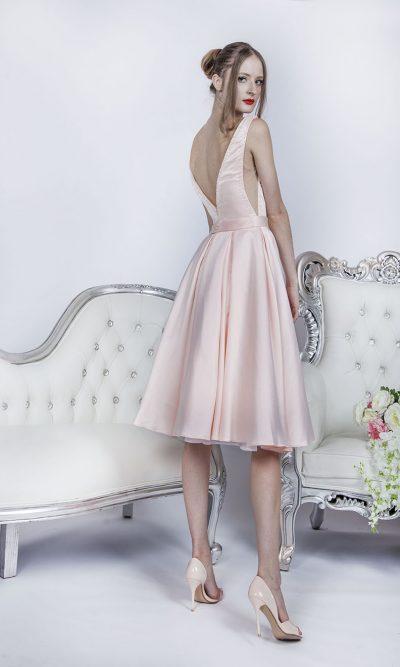 Velmi sexy koktejlové společenské šaty s dekoltem