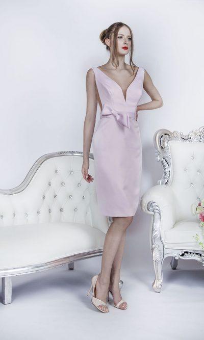 Světle růžové strohé společenské krátké šaty