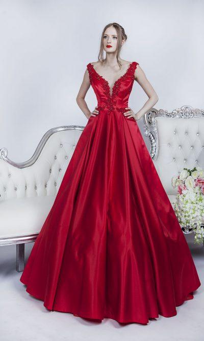 Společenské šaty červené barvy z luxusního saténu