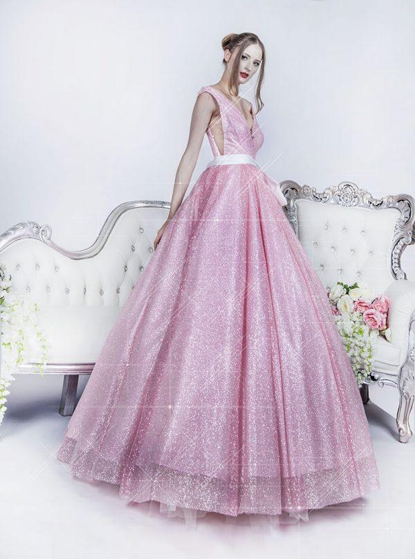 Luxusní plesové šaty pro sexy maturantku