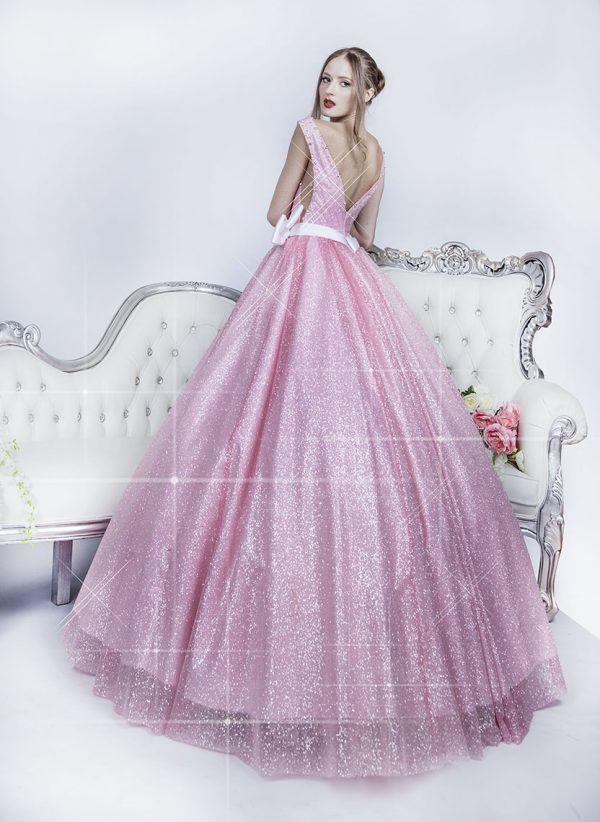 Bohaté plesové šaty světle růžové barvy