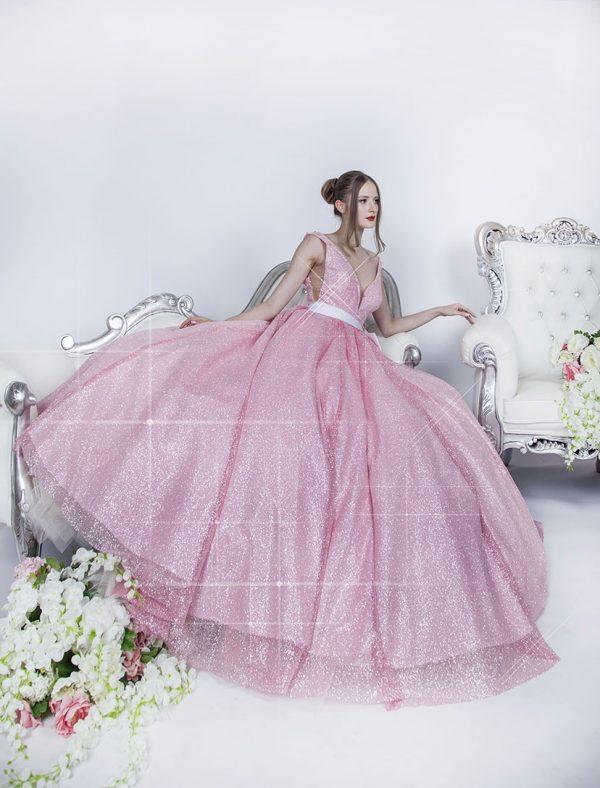 Plesové šaty s kruhovou spodnicí