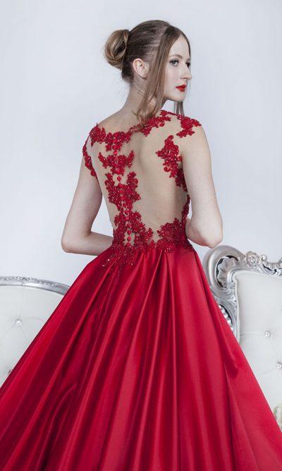Extravagantní společenské šaty s krásnou sukní