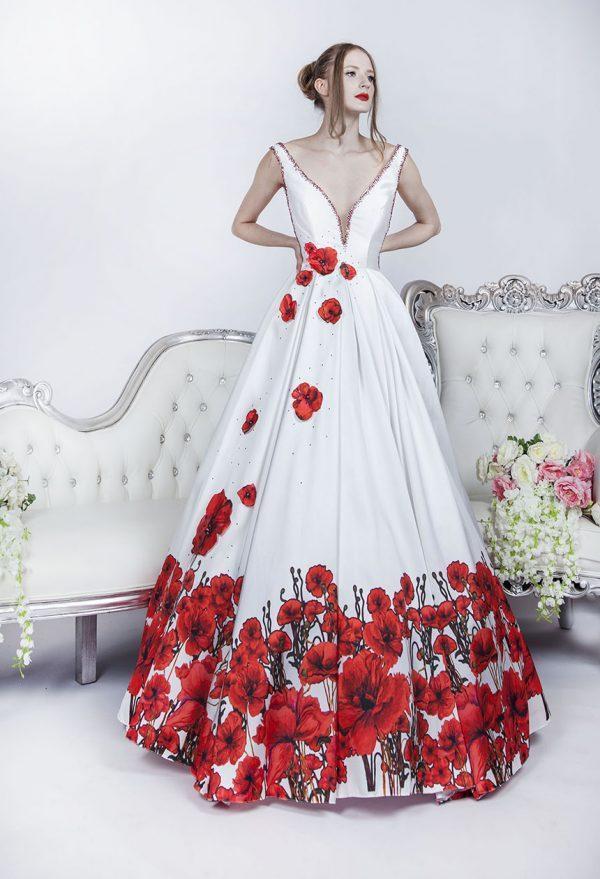 Velmi krásné společenské šaty se zajimavou sukní