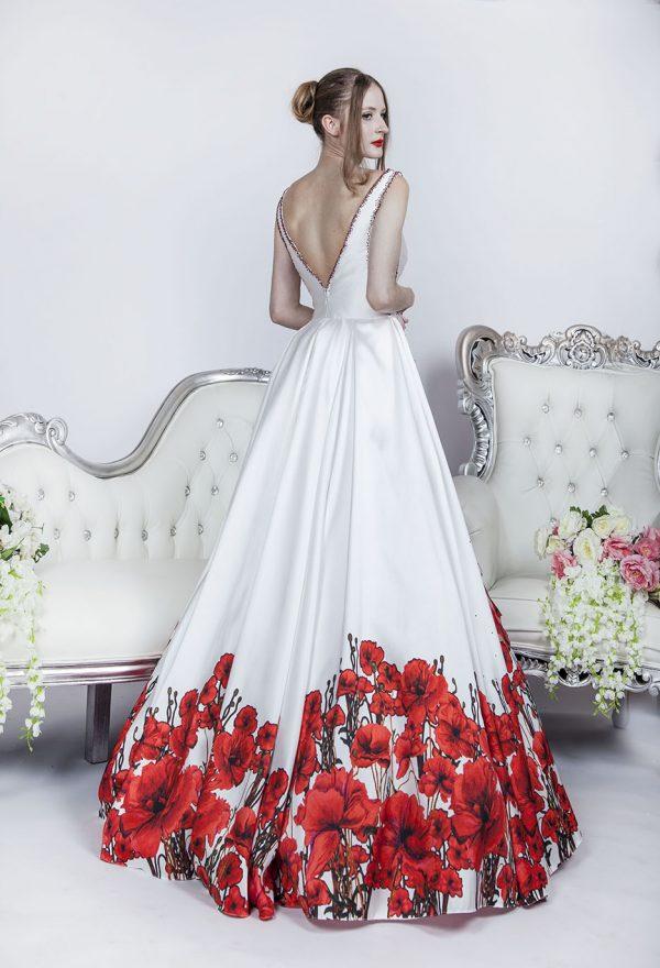 Plesové šaty pro originální dívku