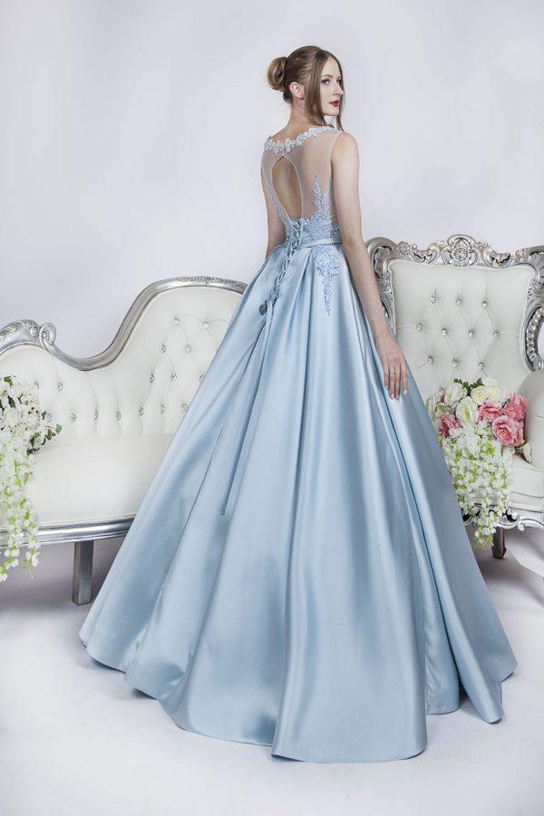 Plesové šaty jako pro opravdovou princeznu