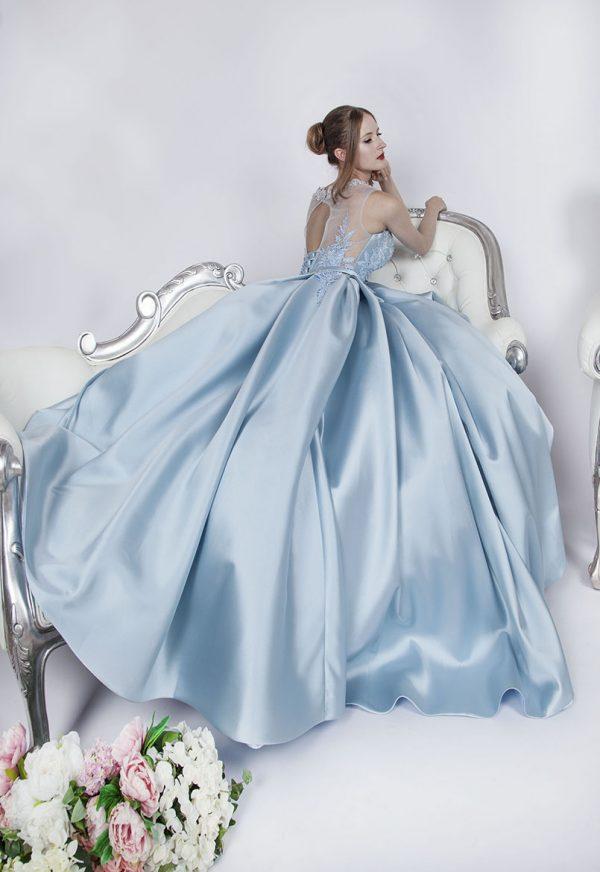 Modré plesové šaty z mikáda s malou vlečkou