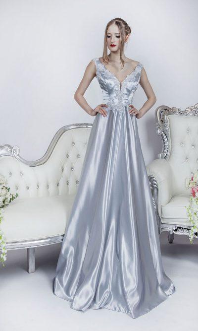 Áčkové stříbrné společenské šaty pro dámu