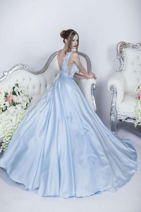 Krásné a romantické plesové šaty na maturák