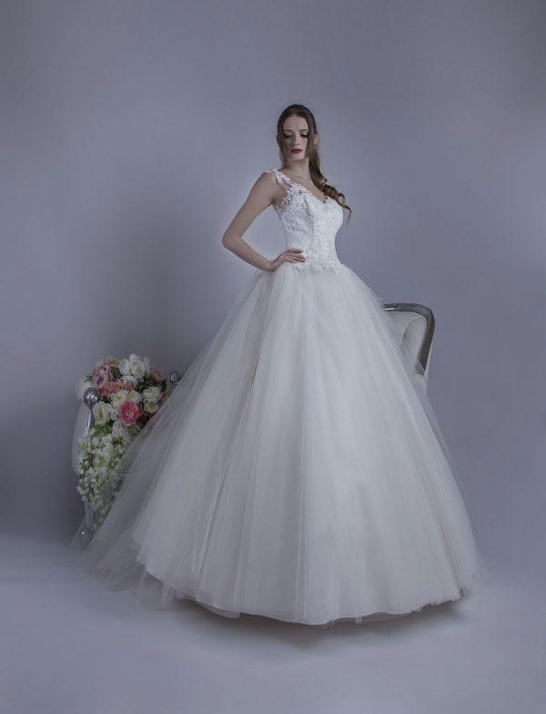 Velmi jemné a luxusně vypracované svatební šaty v Praze
