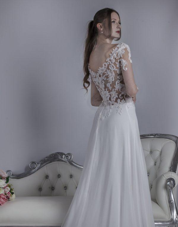 Svatební šaty s tělovým vrškem