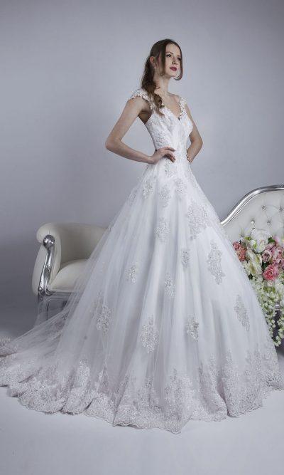 Svatební šaty s bílou krajkou