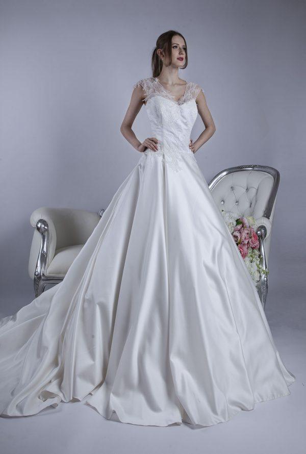 Svatební šaty pro elegantní plnoštíhlou nevěstou