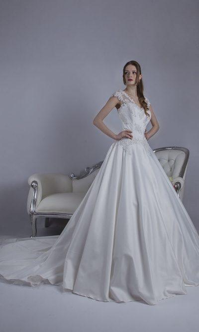 Svatební šaty smetanové originální barvy