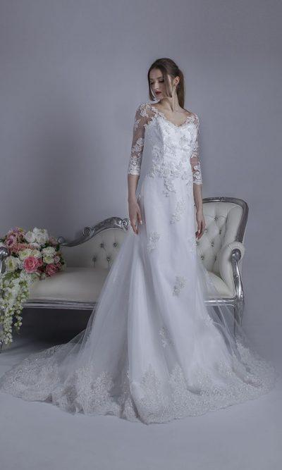 Svatební šaty s rovnou sukní bílé barvy
