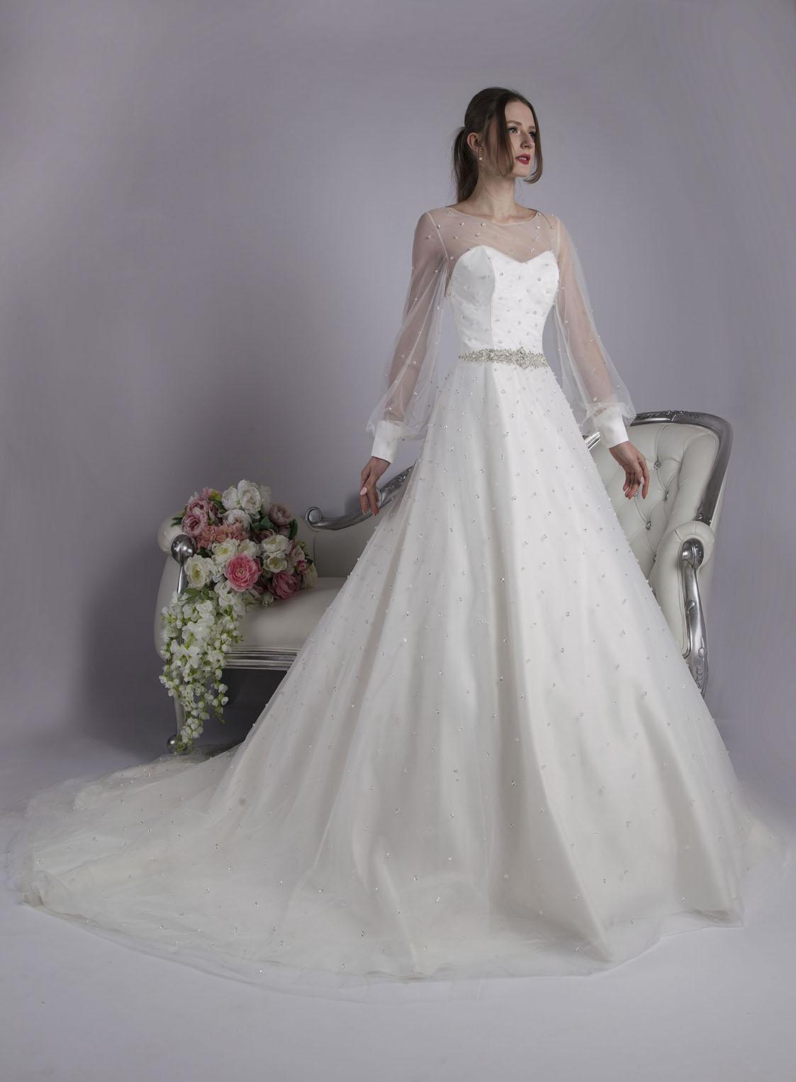 Svatební šaty pošité kamínky