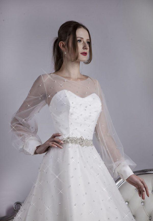 Svatební šaty s krásnými manžety