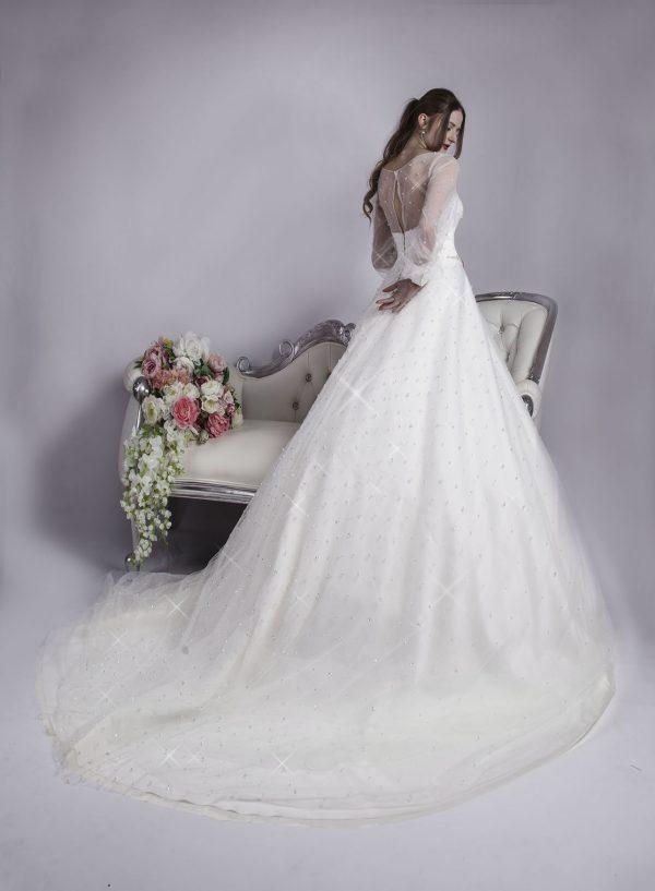 Svatební šaty smetanové barvy
