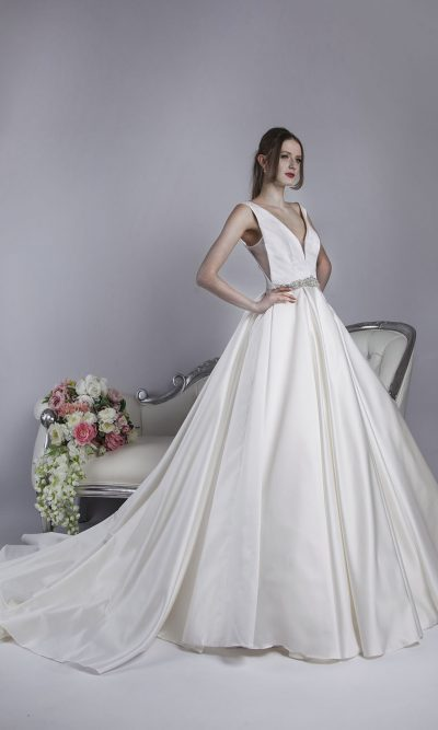Svatební šaty se saténovou sukní