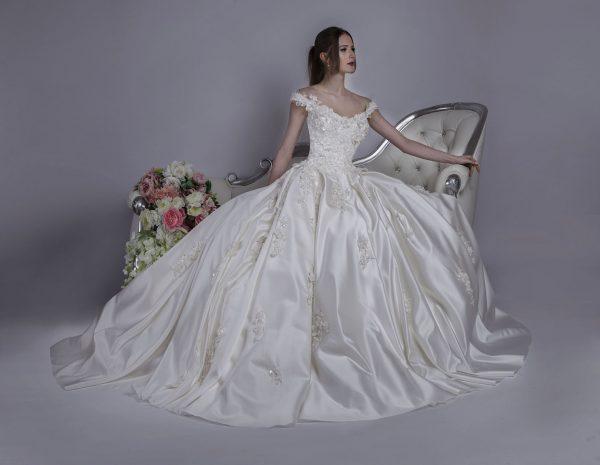 Svatební šaty Praha od návrhářky