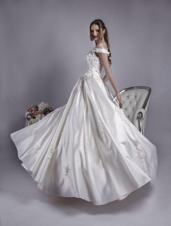Svatební šaty s nabíranou sukní