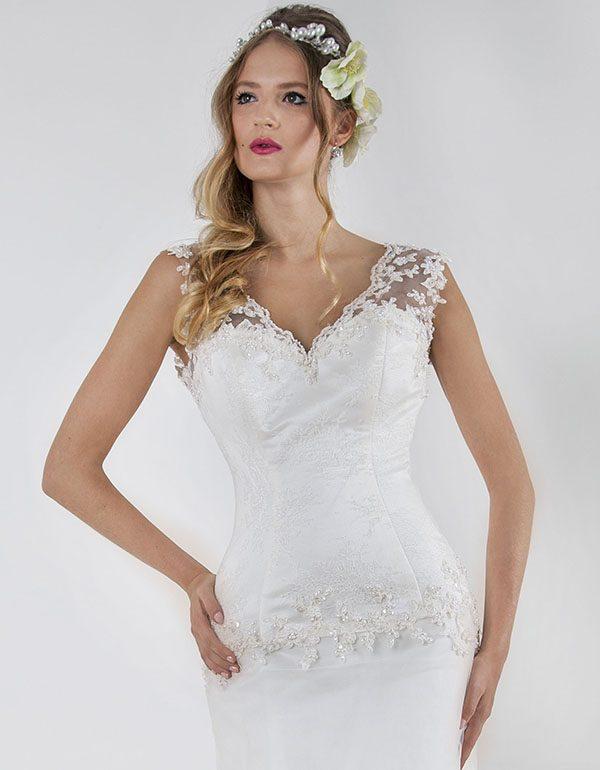 Svatební šaty z výprodeje s francouzskou krajkou