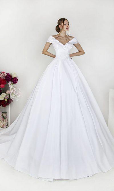 Svatební šaty ze saténu s límcem